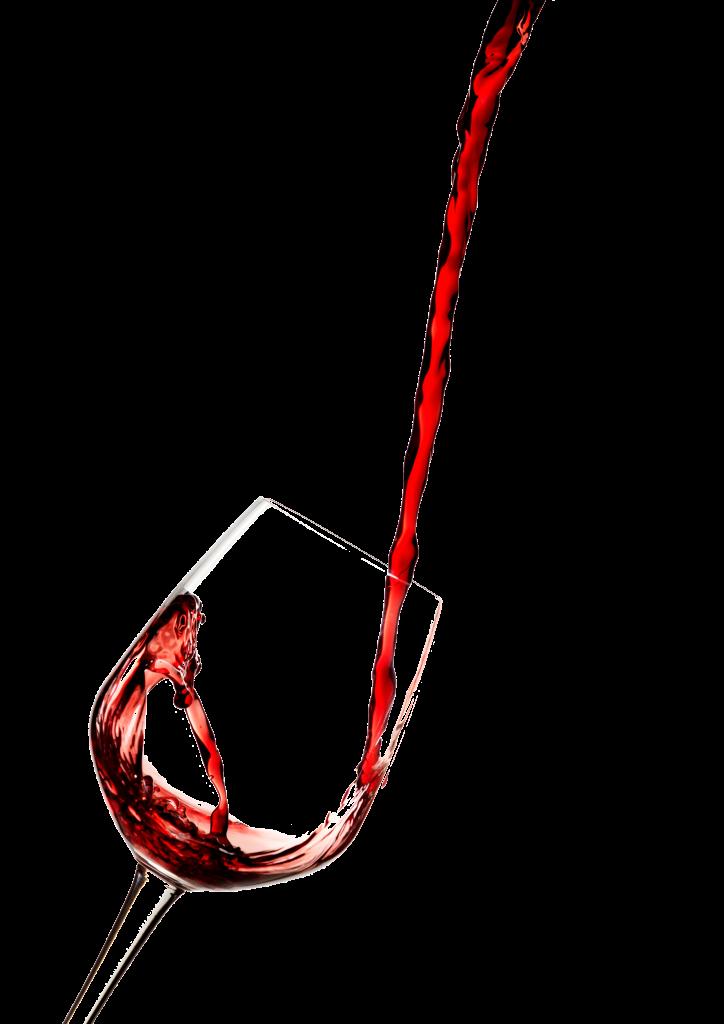 כוס יין שנשפך לתוכה יין מגבוהה
